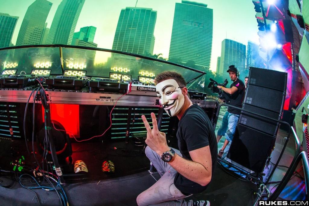 アノニマスのマスクでも知られる、Nicky Romero (ニッキー・ロメロ)とは?