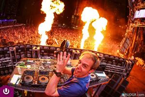 人気DJランキング1位を5回も獲得しているArmin van Buuren (アーミン・ヴァン・ブーレン)とは!