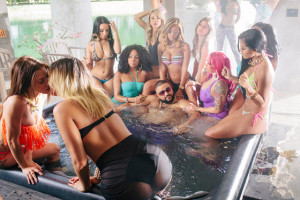 毎回豪華なゲストを迎えた曲を放つ売れっ子プロデューサー、DJ Khaledとは!