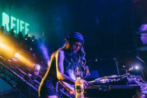 Skrillexが今最もプッシュしている17歳の女性DJ、Callie Reiff(キャリー・リーフ)とは!