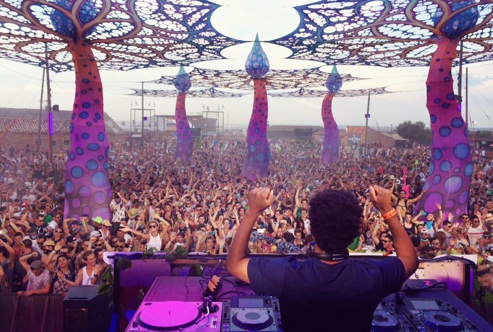 Skrillexをブッキングしていた側から今ではOWSLAの人気DJとなったMija(ミーハ)とは!