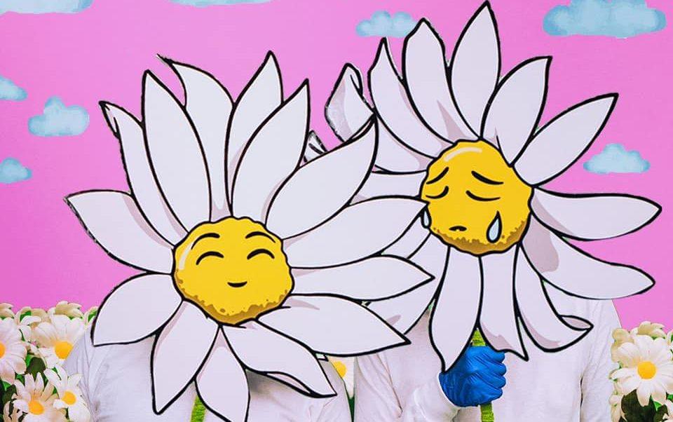 デイジーの花がシンボルのミステリアスなプロデューサー・デュオ、Pushing Daiziesとは!