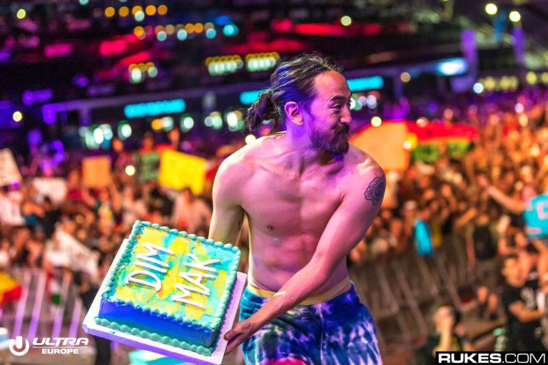 競馬場で音楽フェスが開催!?Steve Aokiにケーキをぶつけられたい人大集合!