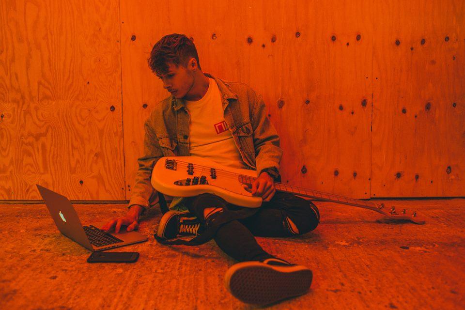Martin Garrixのレーベルから新曲を発表!ZeddやSan HoloからもサポートされているEllisとは!
