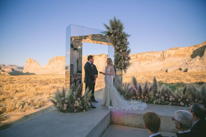 TiëstoがモデルのAnnika Backesと結婚!砂漠でロマンチックな結婚式を挙げました!